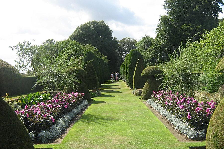 Giardiniere a milano progettazione giardini milano for Progettazione giardini milano